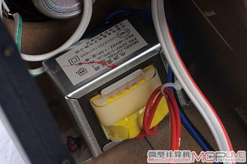 麦博的2.0音箱几乎都是采用稳定可靠的ei变压器